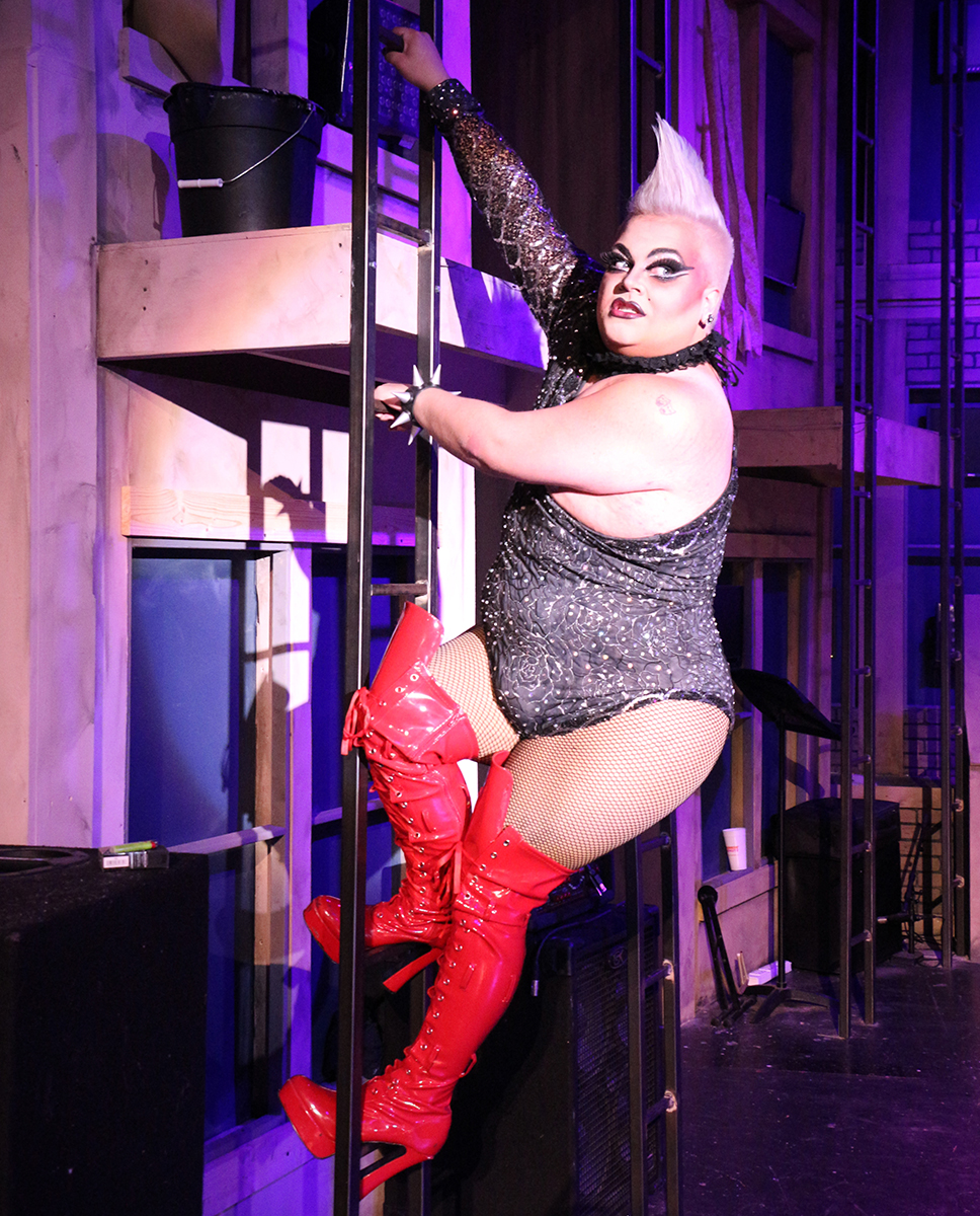 Ginjer Minj as Frank