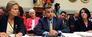 Eric Alva testifies before Congress in 2008.