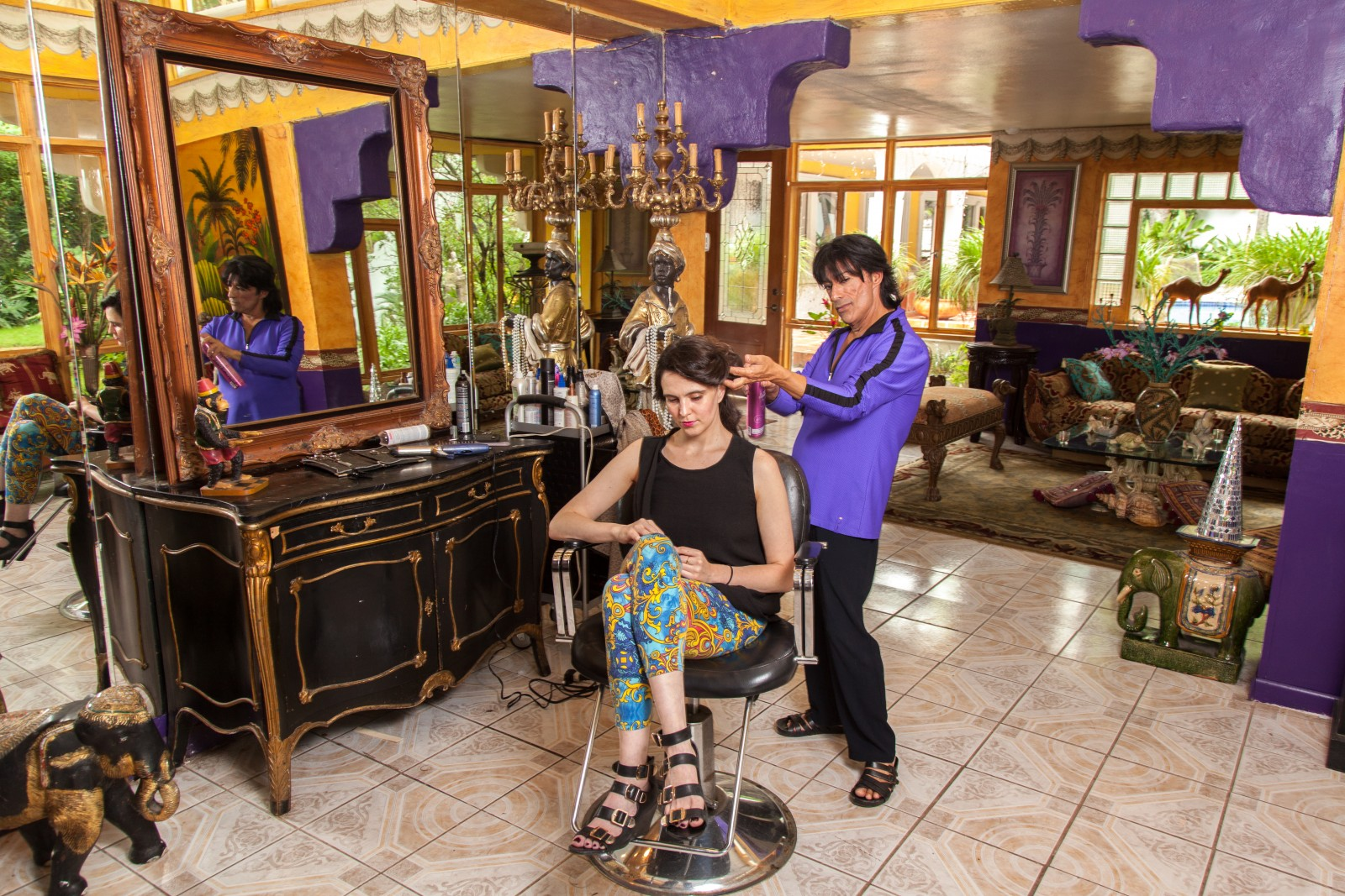 Karlos Anzoategui tends to a client's tresses at Villa Sol