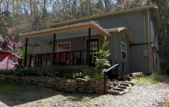 """The amusingly named """"3-Way House"""" at Magnetic Valley Retreat"""